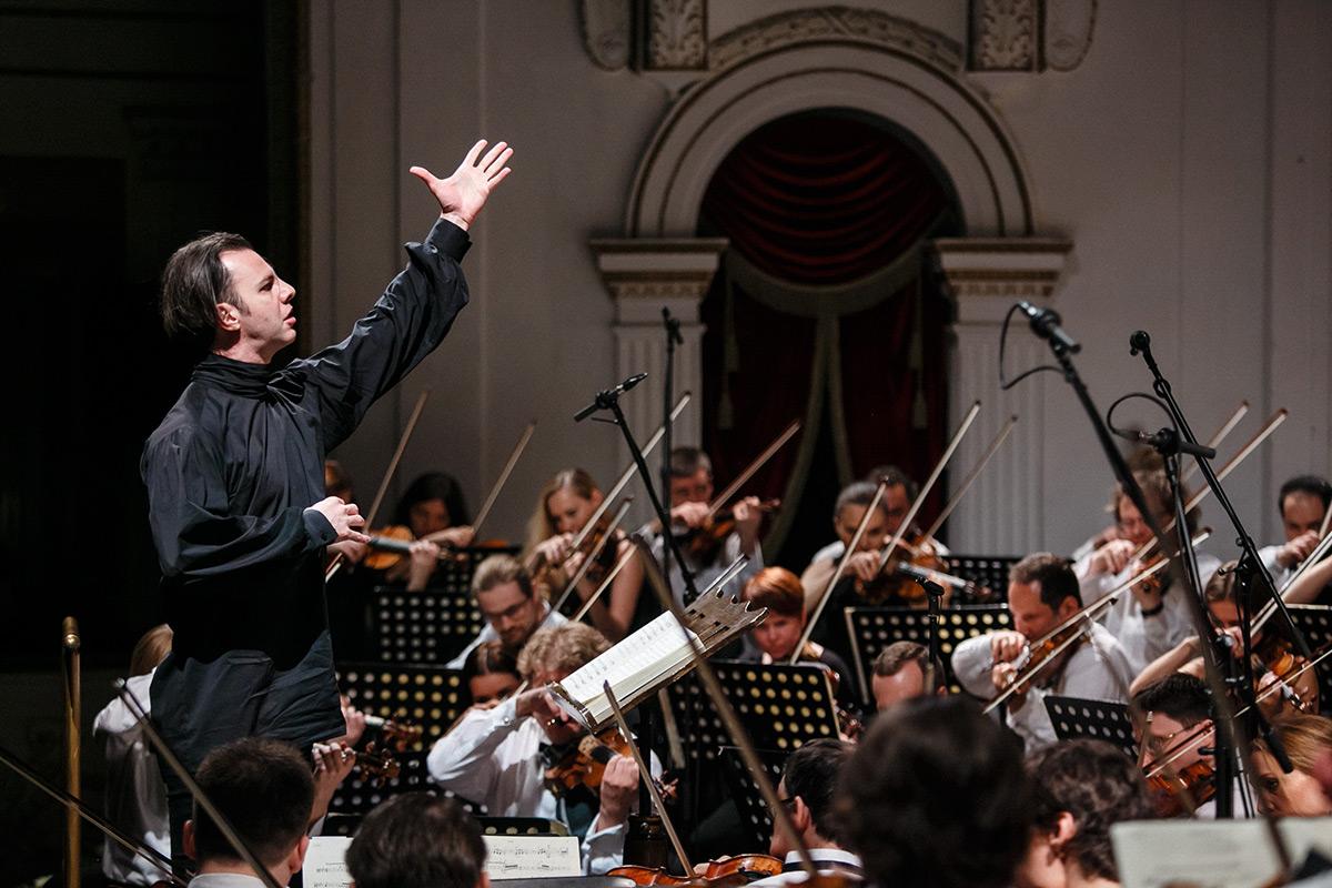 Оркестр musicAeterna и Теодор Курентзис начинают гастрольный тур по России